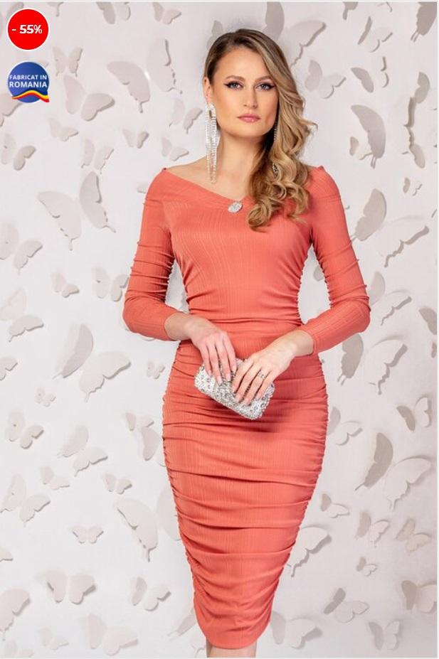 Rochie roz somon cu fronseuri in lateral si maneci lungi