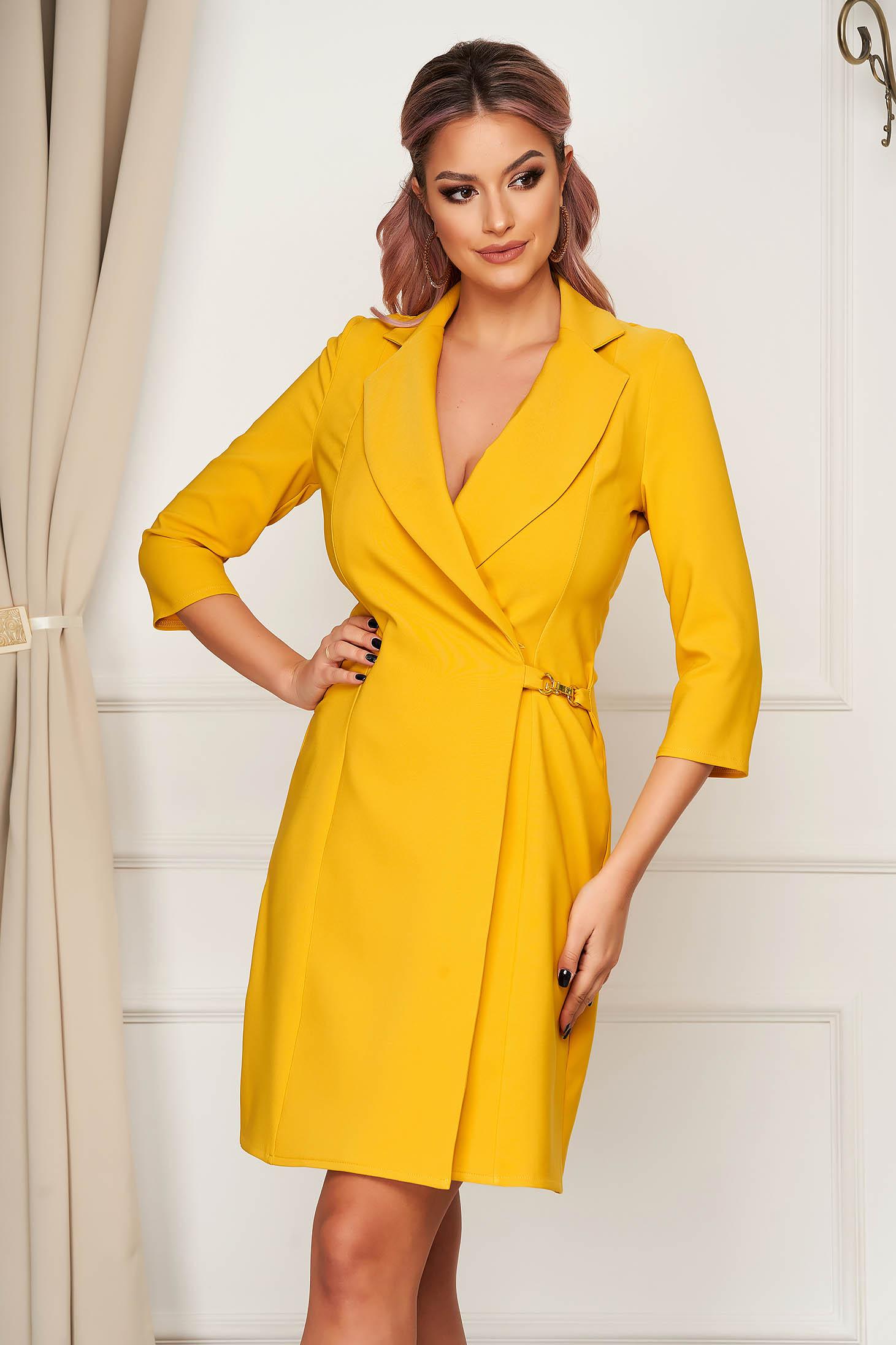 Rochie Artista galbena cu croi in a eleganta scurta petrecuta din stofa material subtire blazer