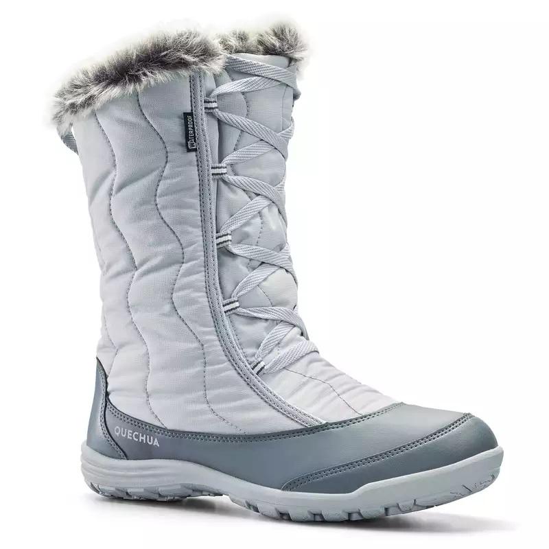Cizme călduroase şi impermeabile pe toată înălţimea asigură protecţie şi izolare termică.