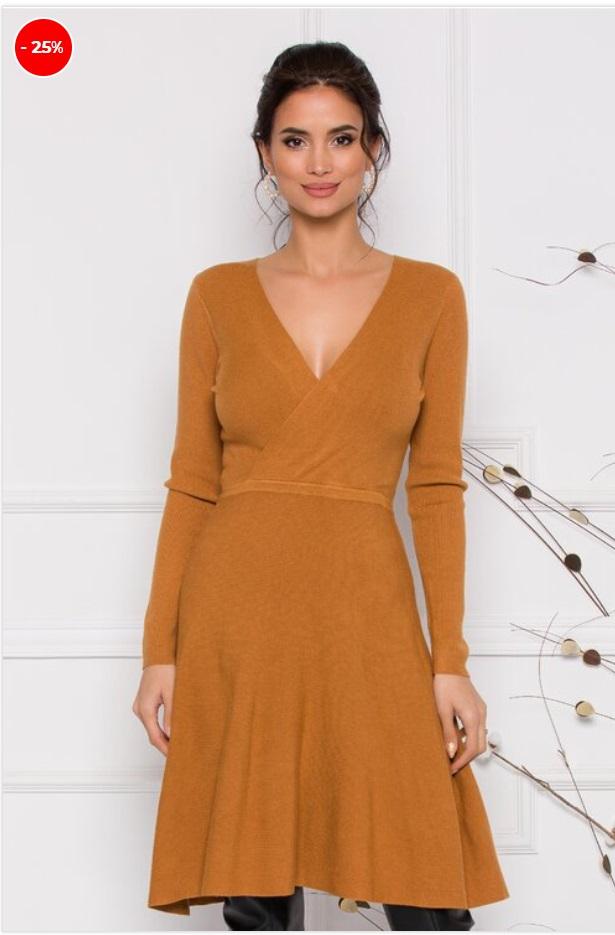 Rochie din tricot, design minimalist, aer cochet, croiul clos, maneci lungi si decolteu in V petrecut