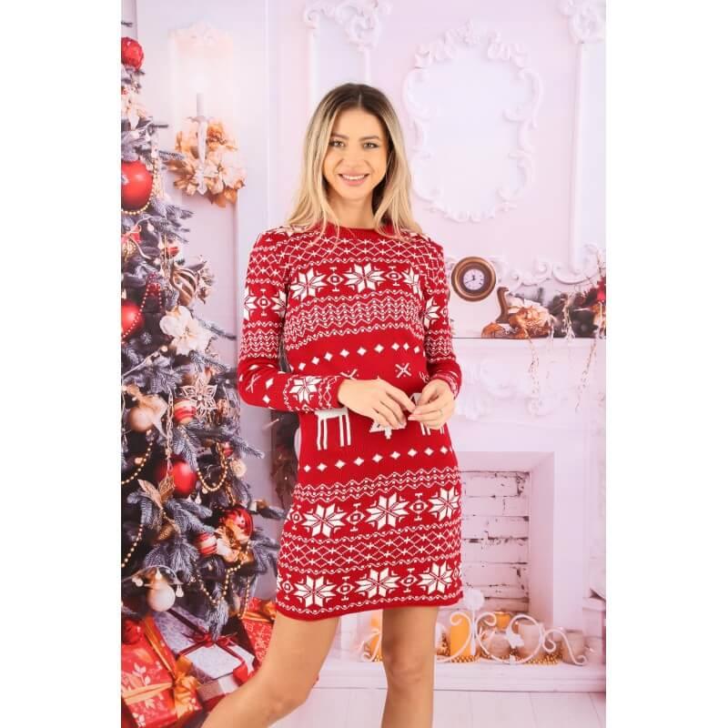 Rochie rosie tricotata cu motive de iarna