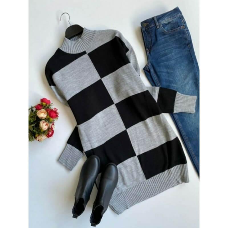 Rochie scurta, groasa, confectionata din tricot moale si flexibil, perfecta pentru zilele reci de toamna-iarna